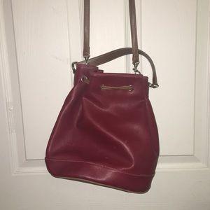 liz claiborne red pull-string purse